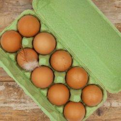 """L izmēra """"Laimīgo vistu"""" olas"""